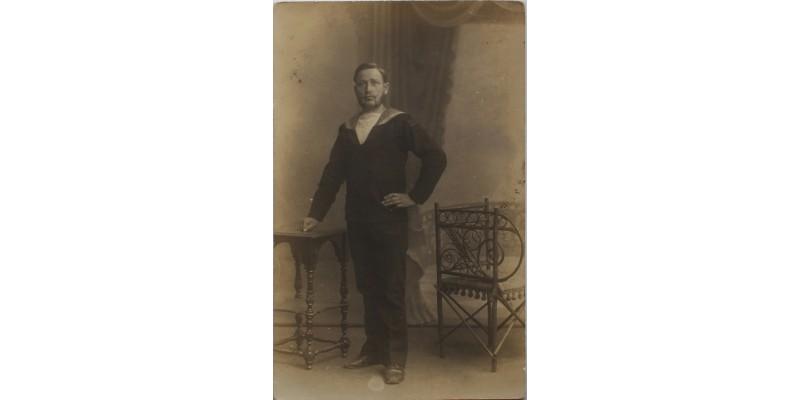 Fotóképeslap a Szent István hajó matrózával, a hajóról küldve 1916